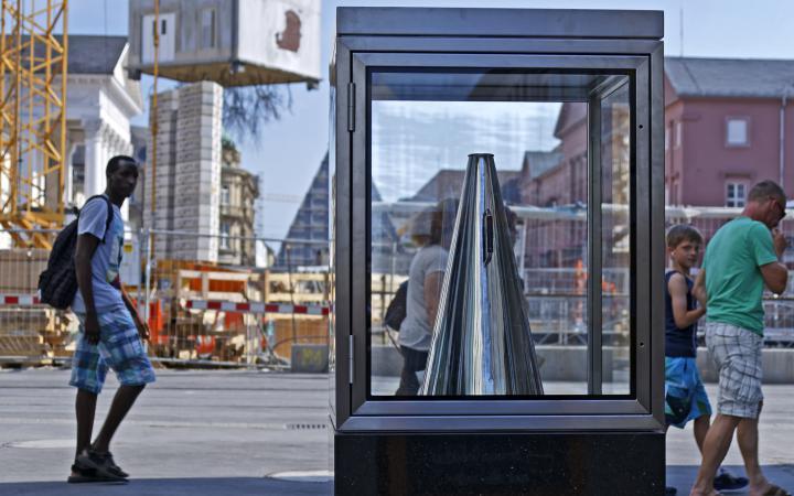 Ein Megafon in einer Glasvitrine