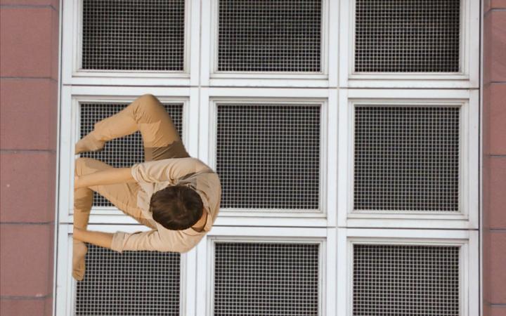 Window of the Badische Landesbibliothek Karlsruhe showing a dancer.