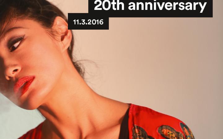Plakatmotiv zum 20. Jubiläum von raster-noton, zu sehen ist eine Frau