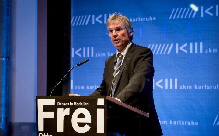 Holger Hanselka bei seiner Rede zur Eröffnung der Ausstellung »Frei Otto. Denken in Modellen«