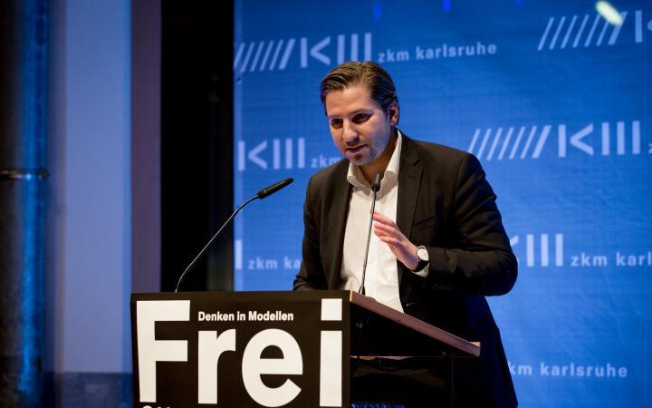 Georg Vrachliotis bei seiner Rede zur Eröffnung der Ausstellung »Frei Otto. Denken in Modellen«