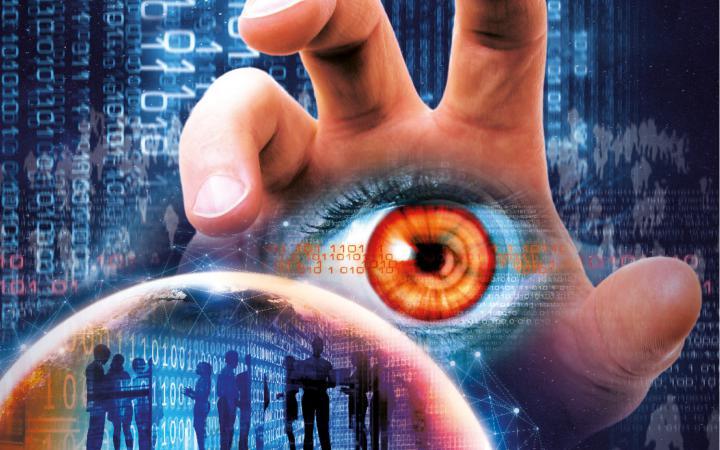Eine Hand greift nach einer Menge von menschen, die verschiedene digitale Endgeräte benutzen. In der Handfläche ist ein Auge abgebildet. Im Hintergrund rattern Zahlenreihen durch das Bild.