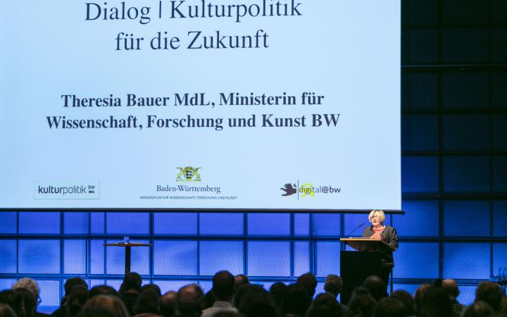 Welcoming of Minister Theresia Bauer at an event within the forum »Digitale Welten BW«