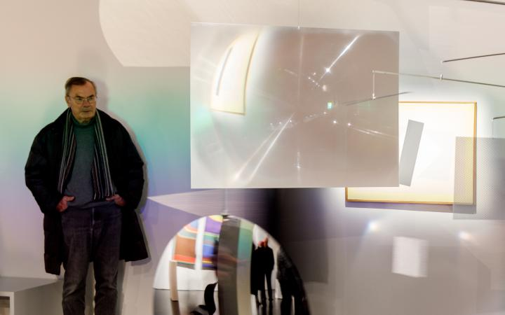 Verspiegeltes Mobile in der Ausstellung »Dieter Jung. Between and Beyond«