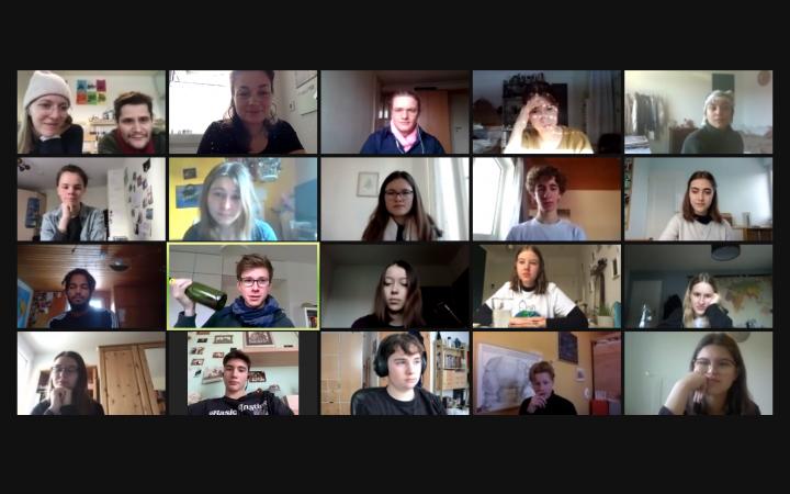 Auf dem Bild ist eine Galerieansicht von verschiedenen Menschen im Video-Gespräch zu sehen. Das Bild ist im Rahmen der Kulturakademie Baden-Württemberg 2020/21 entstanden.