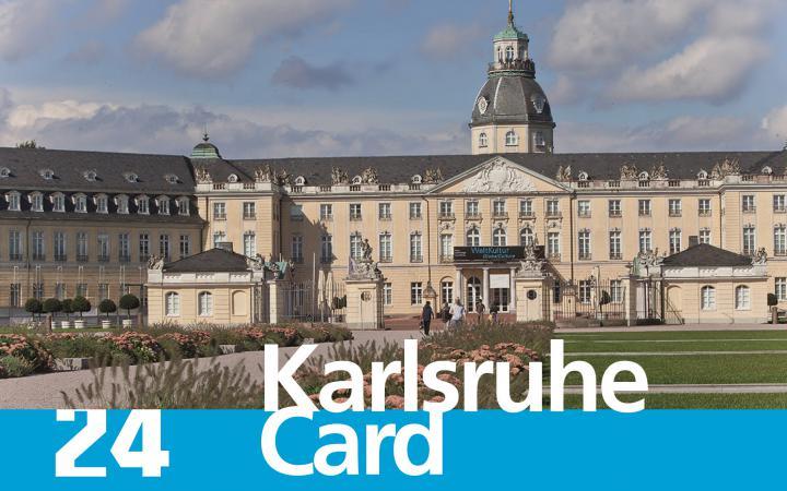 Das Schloss Karlsruhe ist zu sehen mit dem Schriftzug »24 Karlsruhe Card«