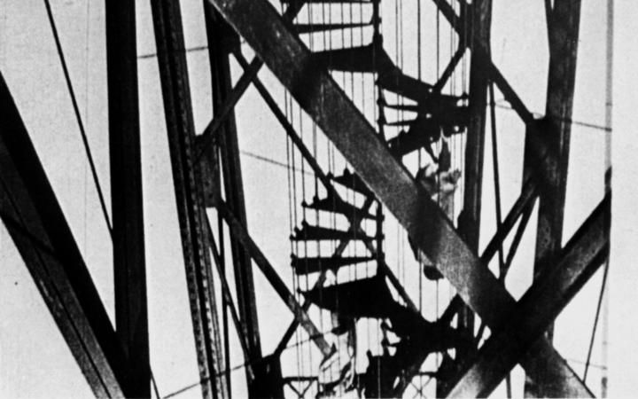 """Still from the black and white film """"Alter Hafen in Marseille"""" by Moholy-Nagy from the 1930s."""