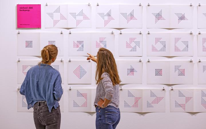 Blick in die Ausstellung »Reinhard Döhl: Alles ist möglich. Alles ist erlaubt.«