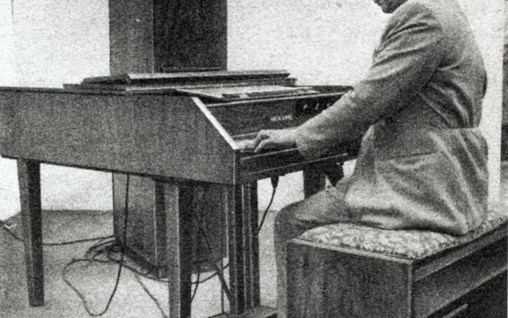 Harald Bode spielt Cembaphon