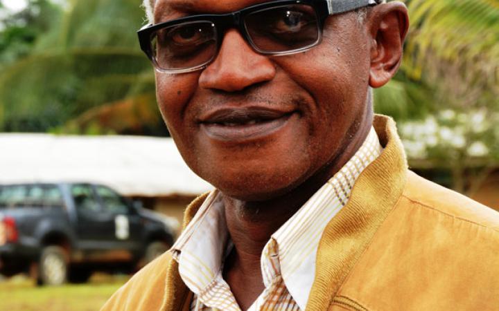 Ein Porträt von Enoh Meyomesse