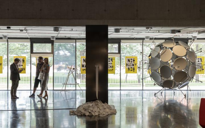 Blick in die Ausstellung »Global Control and Censorship« in Prag