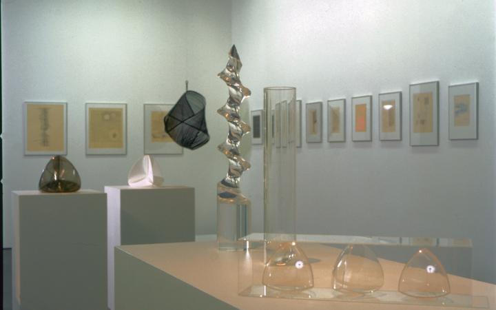 """Ausstellungsansicht """"Ruth Vollmer & Gego: Thinking the Line"""""""