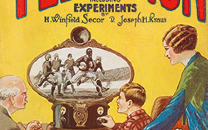 Buchumschlag: Hugo Gernsback (Hg.): All about Television. Ein Junge, ein alter Mann und eine Frau mittleren Alters verfolgen ein Rugby-spiel auf einem antiquierten Fernseher.