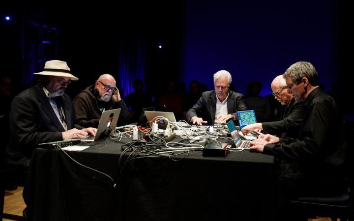 Performance of the Giga-Hertz main award winners 2018 »The Hub«