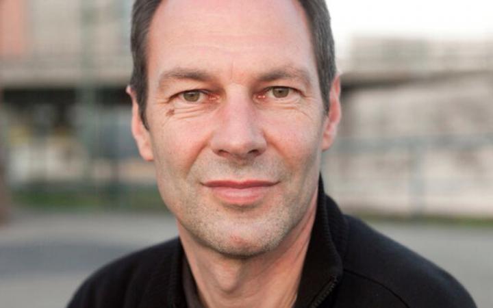 Portrait von Hans-Werner Kroesinger