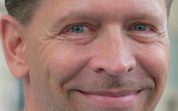 Ein Portraitfoto des Pädagogen und Publizisten Jörn Jacob Rohwer.