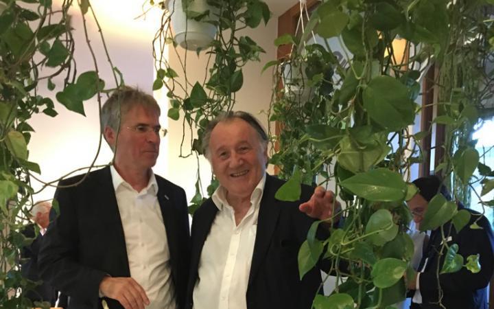 Professor Dr.-Ing. Holger Hanselka und Peter Weibel
