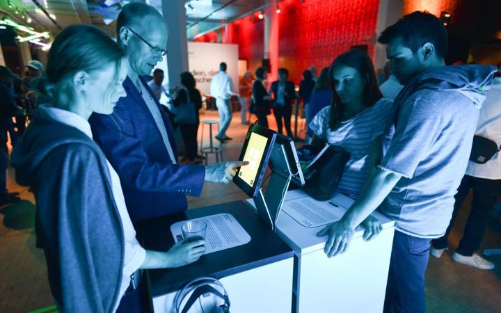 Das Publikum testet die Apps nach der Veranstaltung