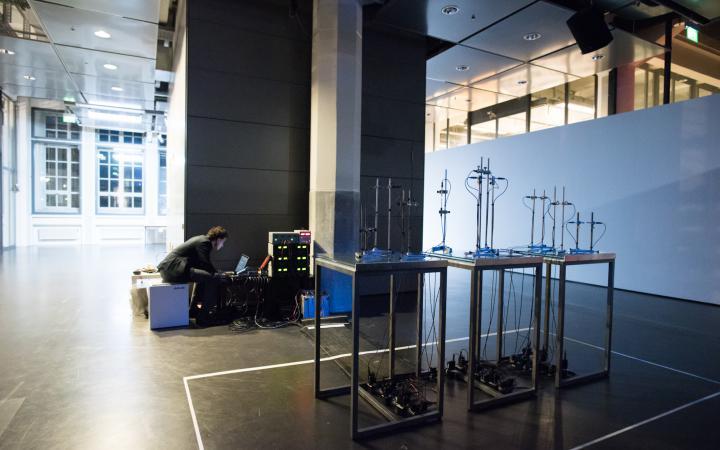 Lorenz Schwarz, »Multichannel sound art installation for 16 plasma loudspeakers«, installation view