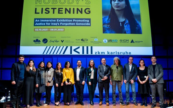 Zu sehen sind die Panel-Teilnehmenden der Eröffnung im ZKM Medientheater