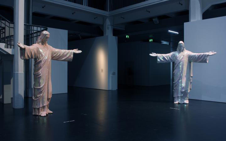 """Ausstellungsansicht """"Medium Religion"""""""