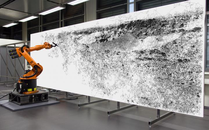 Roboter malt Bild