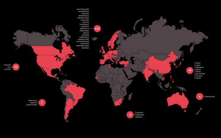 Eine Weltkarte in schwarz und rot