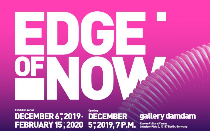 Poster of the exhibition »Edge of Now« with the lettering in white against a pink background.