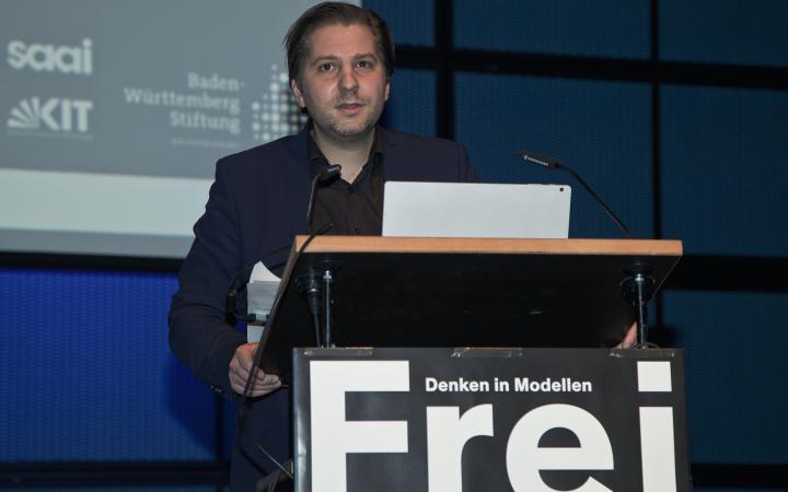 Georg Vrachliotis spricht beim Frei Otto Symposium