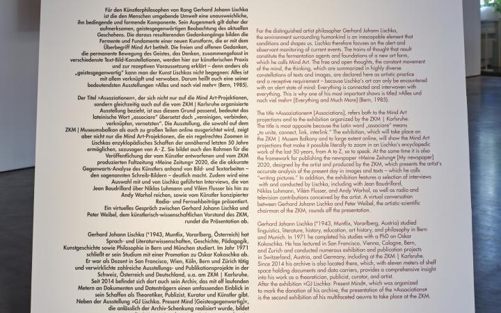 Zu sehen ist eine große Platte mit dem Ausstellungstext zu Gerhard Johann Lischka.