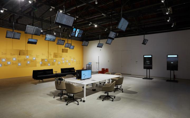 Blick in die Ausstellung »Open Codes. Connected Bots«