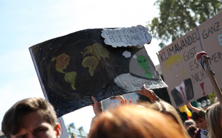 Das gezeigte Plakat wurde während der Demonstration von Fridays for Future am 20. September 2019 von SchülerInnen hochgehalten.