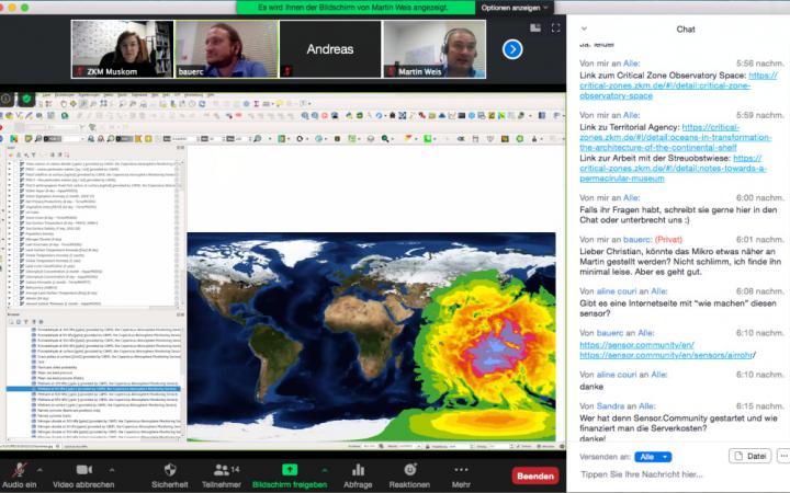 Zu sehen ist ein Screenshot. Oben werden die Videofeeds der einzelnen TeilnehmerInnen angezeigt, rechts ein Chat-Fenster. In der Mitte des Bildes ist eine Weltkarte mit einer meterologischen Abbildung zu sehen.
