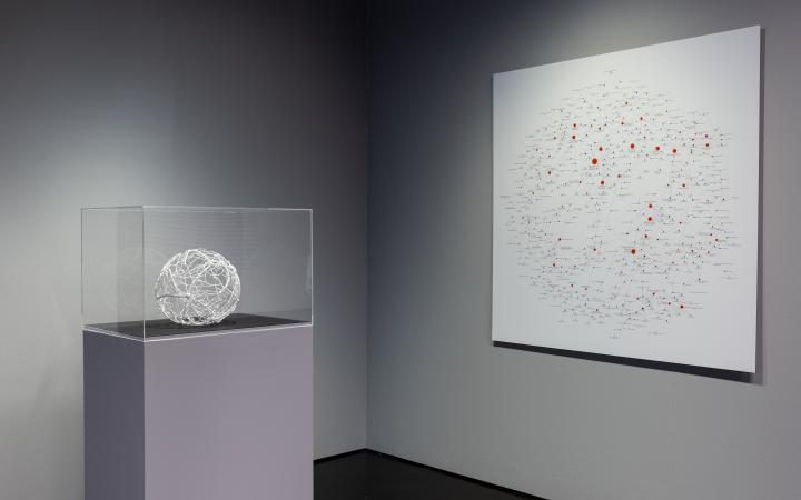 Exhibition view with the »Art Board Network« as a 3D model and as a picture on the wall.
