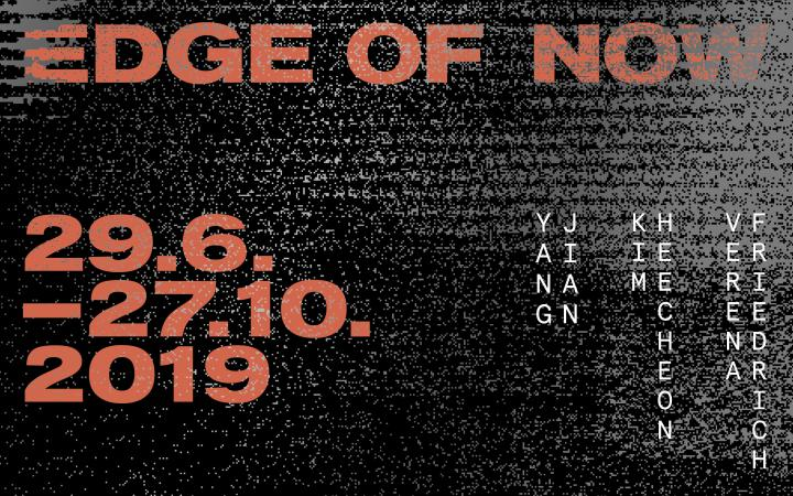 Red letters against a black background »Edge of Now«