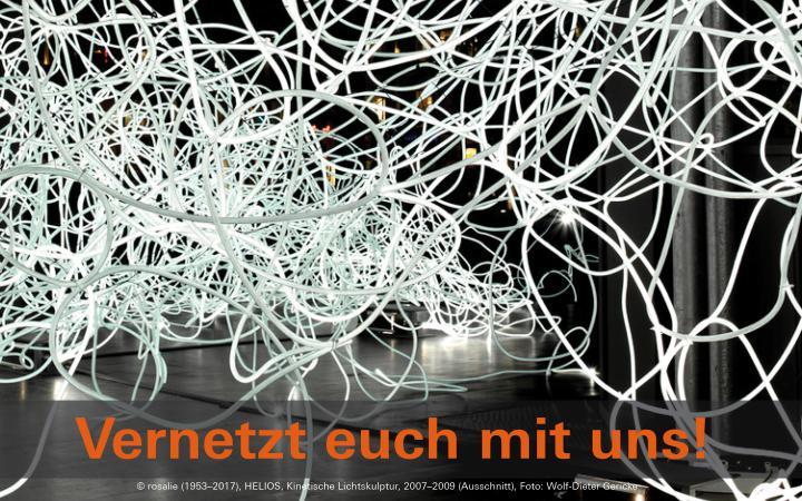 Zu sehen ist ein großes Kabelgewirr, viele Seile sind ineinander verwoben. Im unteren Bildrand steht »zkm digital – vernetzt euch mit uns!«