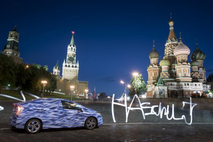 Ein Auto auf einem Platz in Russland