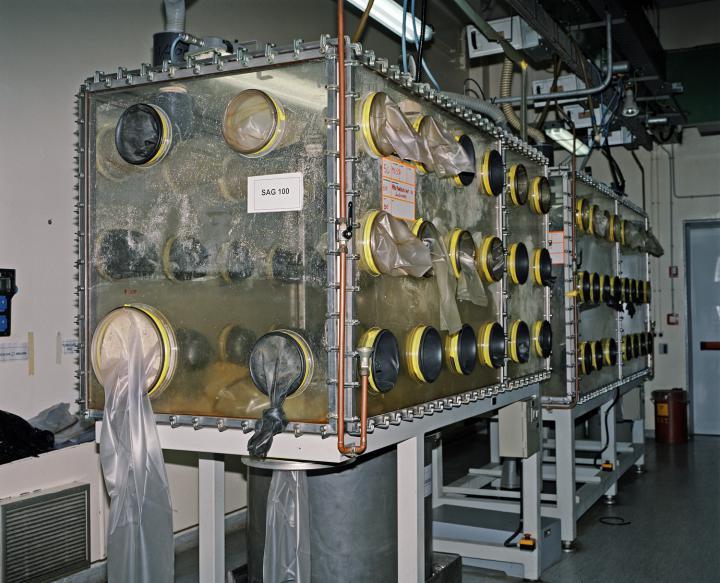 Große Maschine zum Abbau von Plutonim
