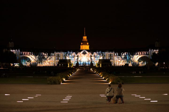 Projected waves on the Karlsruhe palace facade