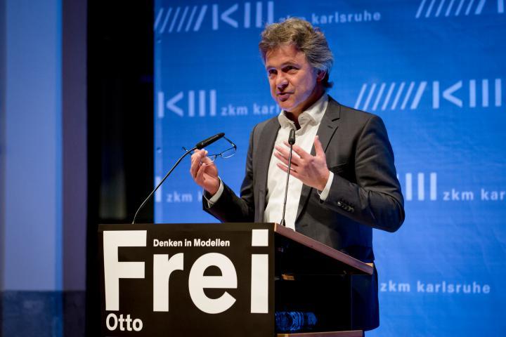 Frank Mentrup bei seiner Rede zur Eröffnung der Ausstellung »Frei Otto. Denken in Modellen«