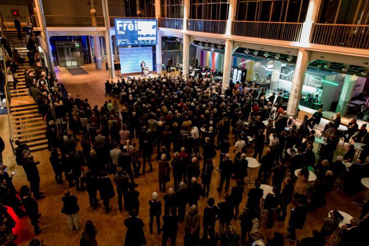 Großer Andrang bei der  Eröffnung der Ausstellung »Frei Otto. Denken in Modellen«