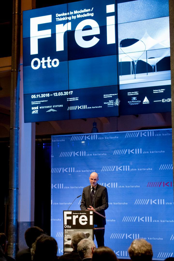 Philip Kurz bei seiner Rede zur Eröffnung der Ausstellung »Frei Otto. Denken in Modellen«
