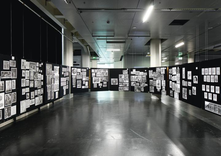 Blick in die Ausstellung »Aby Warburg. Mnemosyne Bilderatlas«.