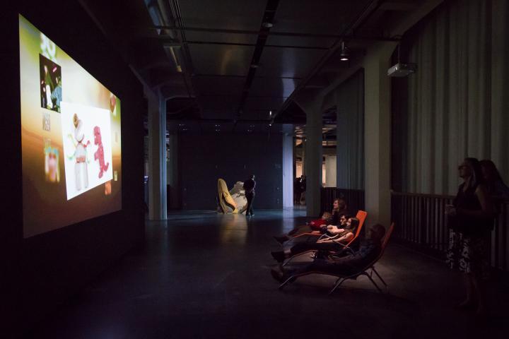 Blick in die Ausstellung »Hybrid Layers«
