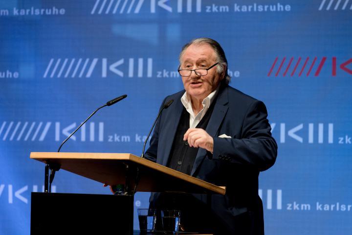Peter Weibel spricht bei der Eröffnung von Markus Lüpertz