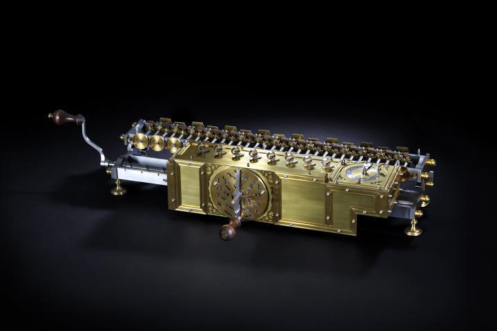 Replikat von Leibniz' Rechenmaschine