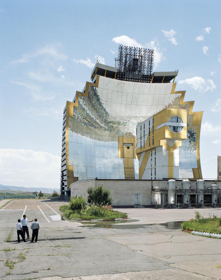 "Solarschmelzofen ""Solnze"" (W. Sacharow/O. Tauschnakow, Parkent, Usbekistan, 1986)"