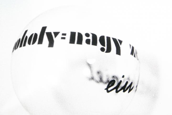 Black and white graphics with the lettering »Moholy-Nagy« on a white ball.