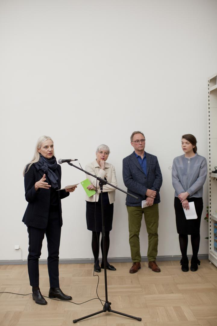 Christiane Riedel, Geschäftsührender Vorstand des ZKM, spricht bei der Eröffnung in Tallinn