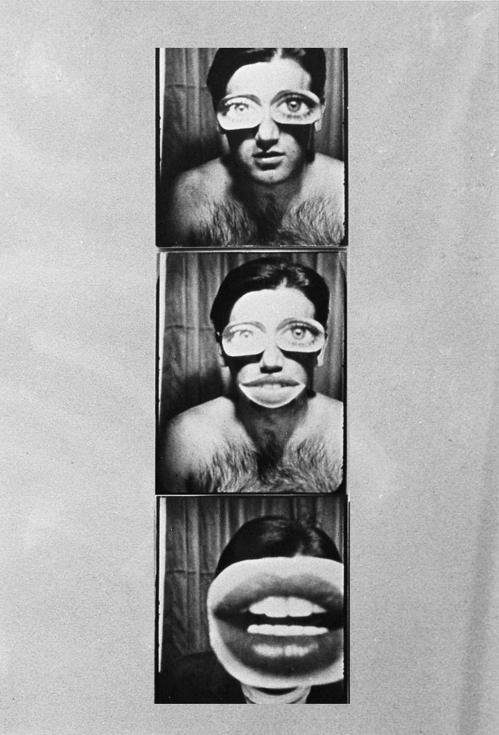 Drei übereinander gereihte Automatenfotos zeigen Peter Weibel im Rahmen der Ausstellung »respektive Peter Weibel«